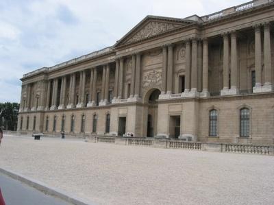 Le Louvre défiguré ?