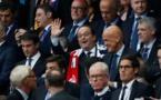 Question : pourquoi est-ce que personne n'a semblé remarquer la présence de Hollande lors de la remise de la coupe de l'euro ?